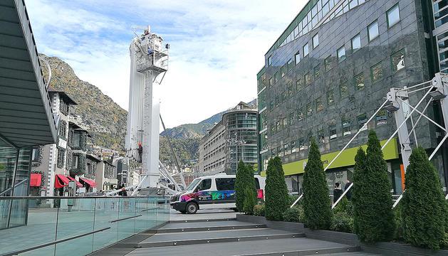 L'atracció s'està instal·lant a la plaça de la Rotonda, a Andorra la Vella.