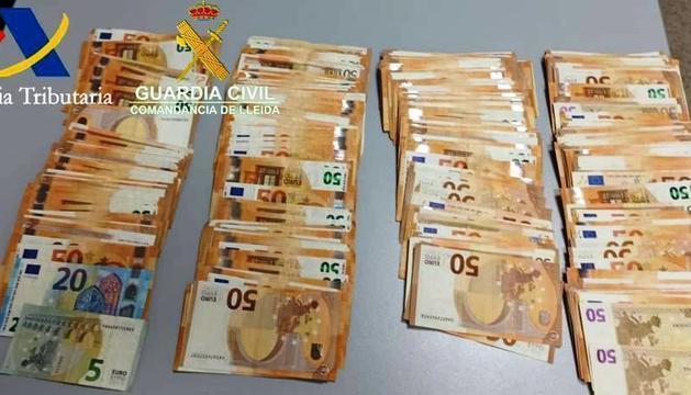 Diners intervinguts per la guàrdia civil a la duana espanyola