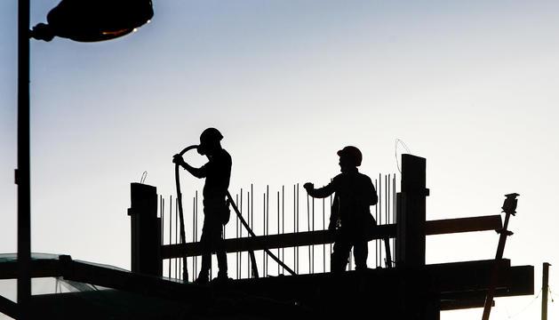 Dos treballadors de la construcció.