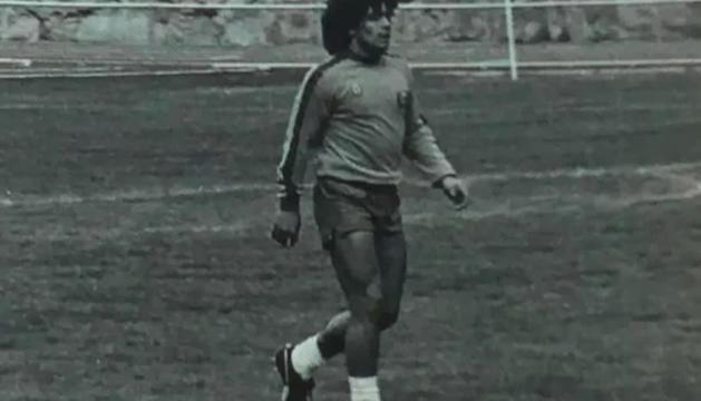 Maradona, en una imatge d'arxiu a l'Estadi Comunal