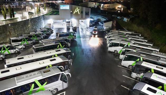 Flota d'autobusos d'Andbus al seu pàrquing d'Andorra la Vella