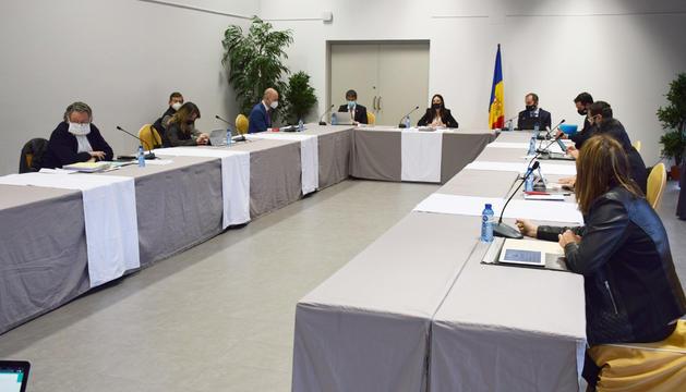 Un moment de la sessió de comú d'Ordino, ahir al migdia.