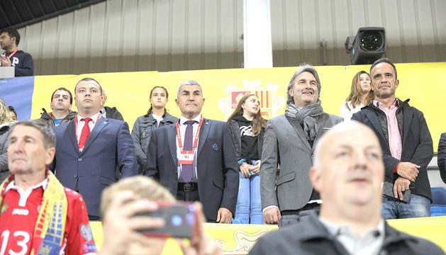 El president de la FAF, Fèlix Àlvarez, a la llotja de l'Estadi Nacional en un partit de la selecció abans de l'època Covid-19.