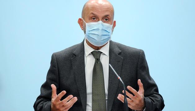 El ministre de Salut, Joan Martínez Benazet, durant la compareixença d'ahir.