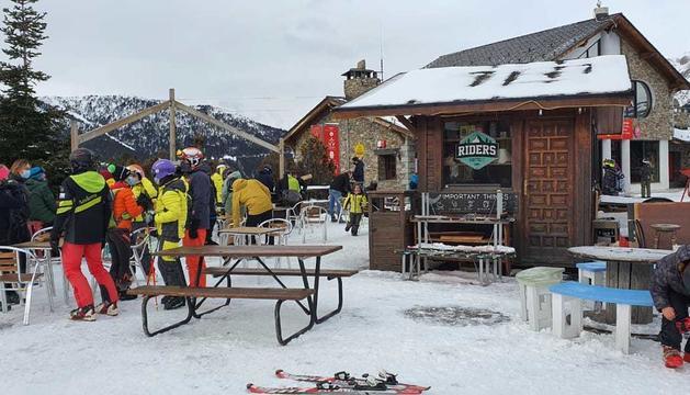 Esquiadors en un dels restaurants de Vallnord Pal Arinsal