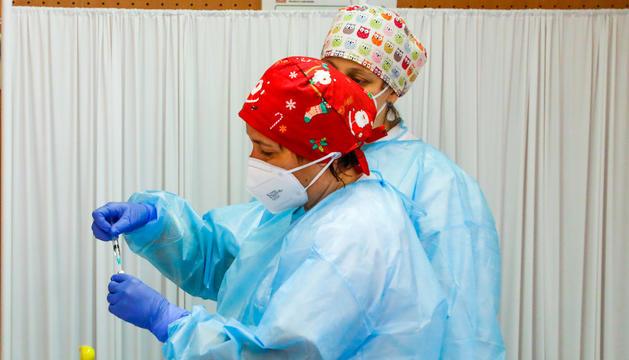 Infermeres de Lleida el primer dia de vacunació a Espanya.