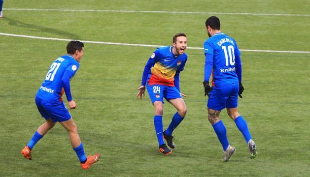 Els jugadors de l'FC Andorra celebren el primer gol