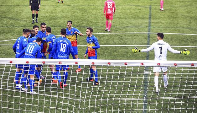 L'FC Andorra guanya i puja al segon lloc (2-0)
