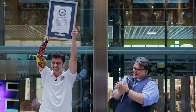 David Aguilar aixeca el títol de Rècord Guinness