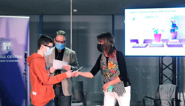 Vilarrubla entregant un dels premis del concurs.