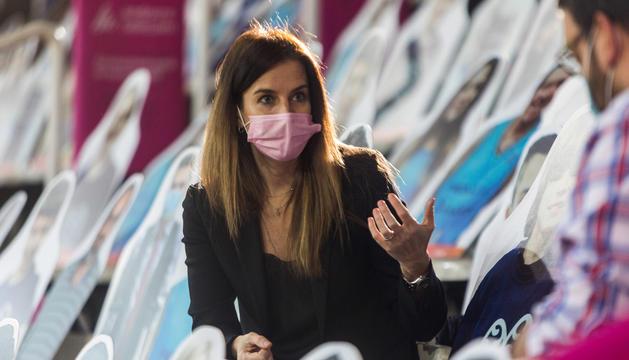 La ministra de Cultura i Esports, Sílvia Riva, al Poliesportiu d'Andorra durant l'entrevista.