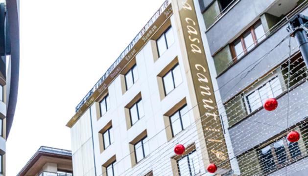Façana de l'hotel Canut, a l'avinguda Carlemany d'Escaldes-Engordany.