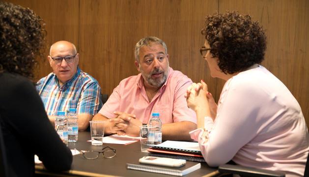 La ministra Pallarés amb representants sindicals.
