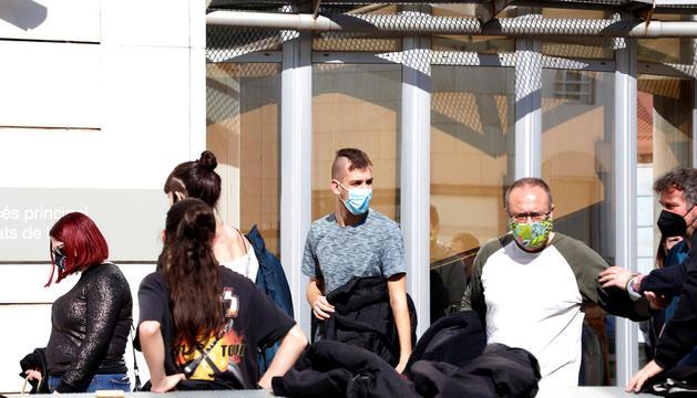 JUTJATS Un dels joves detinguts dimarts amb la noia andorrana després de declarar.