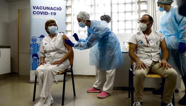 Vacunació del personal d'un CAP de Lleida.