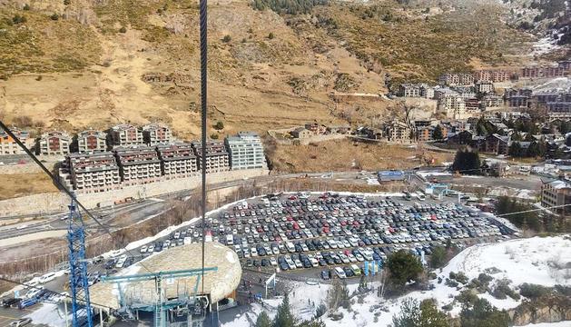 L'aparcament del sector del Tarter de Grandvalira ple de cotxes el passat cap de setmana.