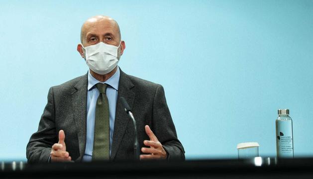 El ministre Martínez Benazet en la compareixença d'aquesta tarda