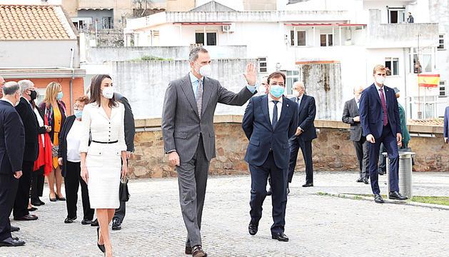 El rei Felip VI i la reina Leticia en una visita a Càceres.