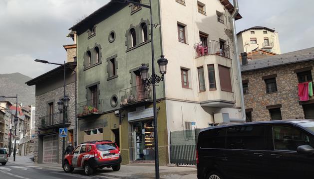 L'edifici on s'ha produït el fum