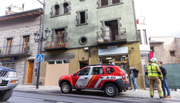 L'edifici on es va produir l'incendi.