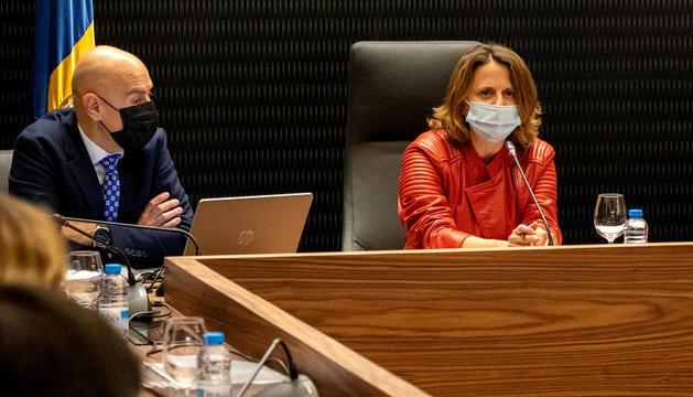 La cònsol major d'Escaldes, Rosa Gili, durant la darrera reunió de cònsols.