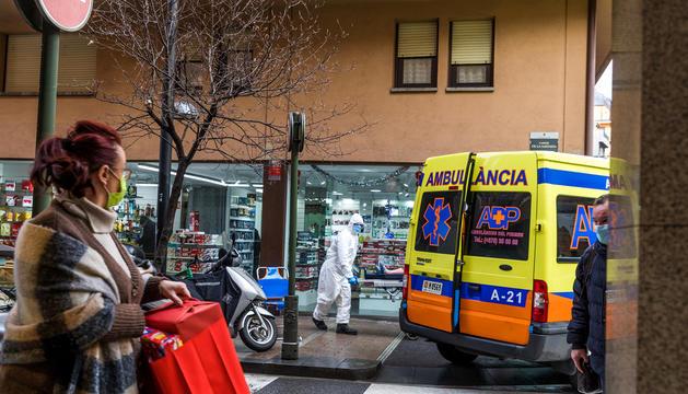 Una ambulància als carrers de la capital.