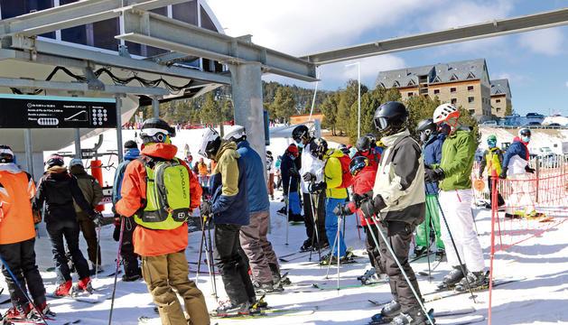 Cua en un dels remuntadors de l'estació d'esquí de Port Ainé el 20 de març.