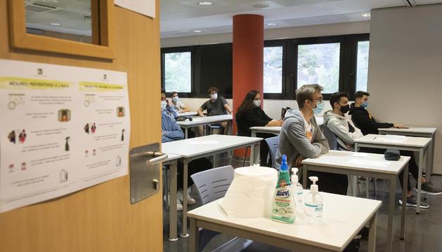 Els cursos són optatius en els àmbits de les matemàtiques, les llengües i la bioquímica