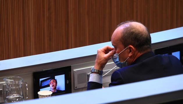 El ministre d'Interior, Josep Maria Rossell, a l'hemicicle.