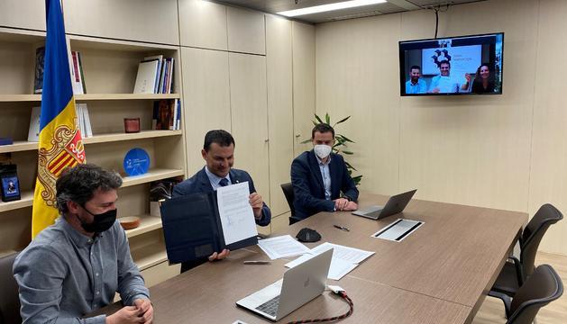 Moment de la signatura de l'acord entre els dos paísos