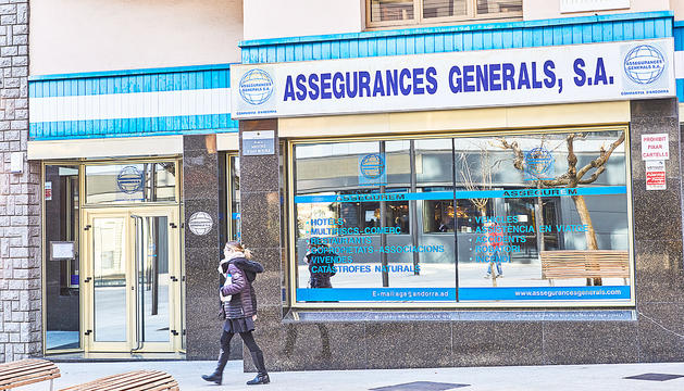 Façana d'Assegurances Generals pocs dies després de la intervenció.