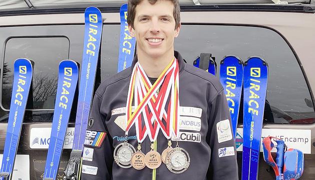 Roger Puig, amb les medalles aconseguides a Àustria.