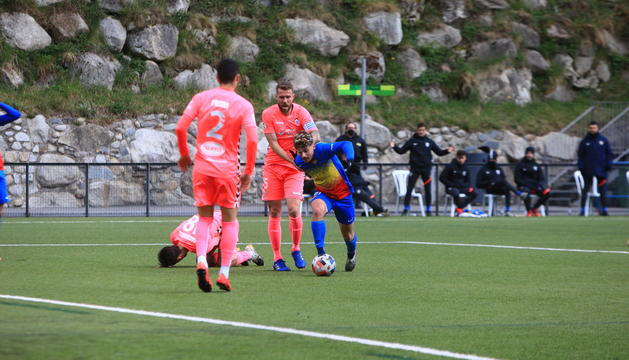 Pau Martínez s'escapa conduint la pilota.
