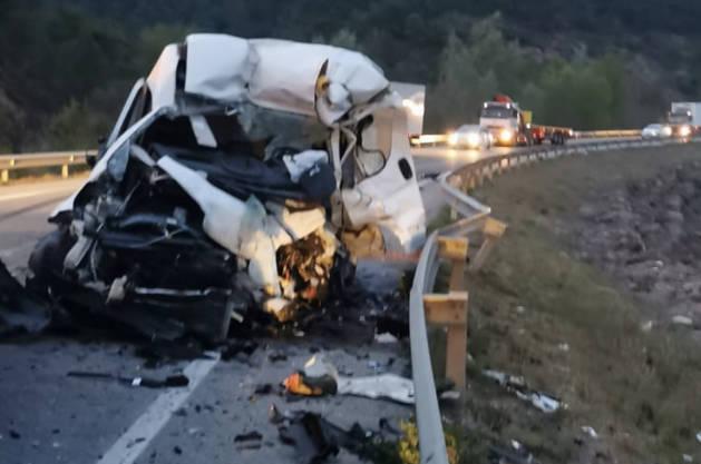 La furgoneta de matrícula andorrana ha quedat destrossada per l'impacte