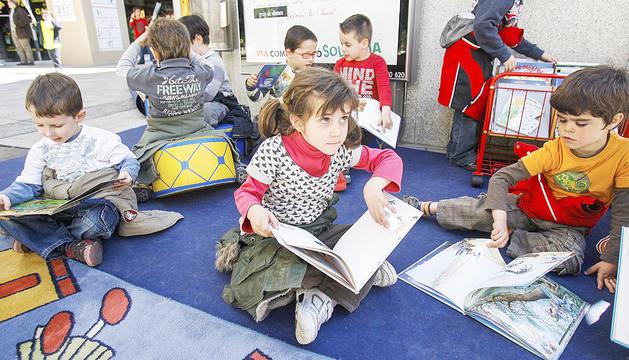 Infants durant un taller en un Sant Jordi anterior.