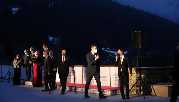 Els caps d'Estat i de Govern després de la foto oficial que es van fer ahir a Soldeu, abans de la inauguració de la Cimera.