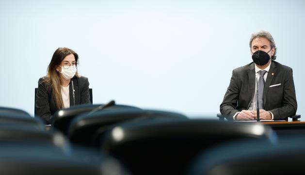 La ministre de Cultura i Esports, Sílvia Riva, i el secretari d'Estat d'Esports, Justo Ruiz.