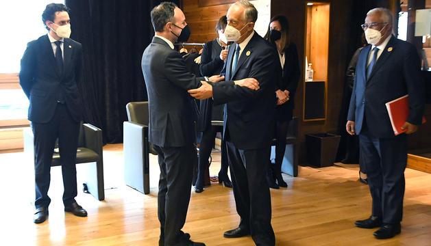 Un moment de la trobada bilateral entre Espot i el primer ministre i el president de la República de Portugal.