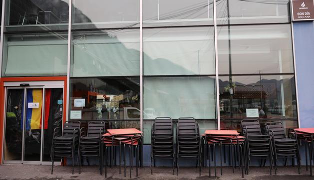 Un bar de la capital tancat per les restriccions a causa de la pandèmia.