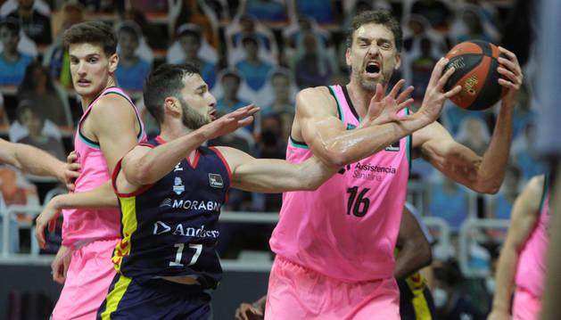 L'exjugador de l'NBA Pau Gasol, en una acció del partit d'ahir.