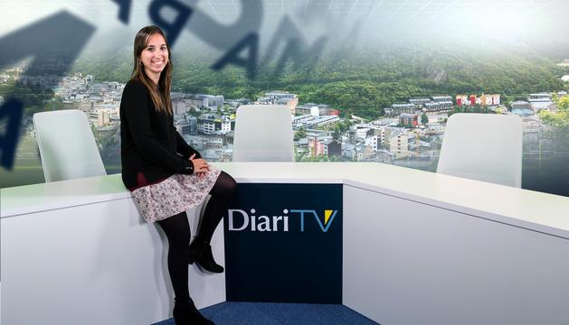La presentadora, Lídia Raventós, als estudis de Diari TV.