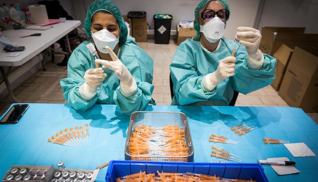 El Govern defensa l'ús de les vacunes d'AstraZeneca.