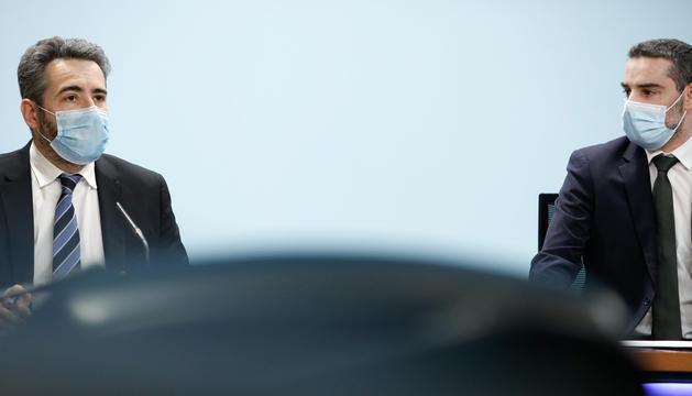 El ministre de Finances, Eric Jover, i el secretari d'Estat, Marc Ballestà, en roda de premsa.