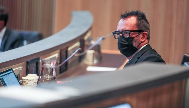 El ministre d'Afers Socials, Habitatge i Joventut, Víctor Filloy, a l'hemicicle.