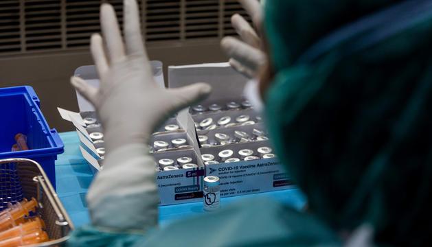 El procés de vacunació del país es realitza a l'antiga plaça de braus.