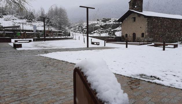 La neu acumulada ahir al matí a Sant Pere del Tarter.
