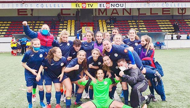 Les noies de l'Enfaf celebren eufòriques el triomf a Manlleu.