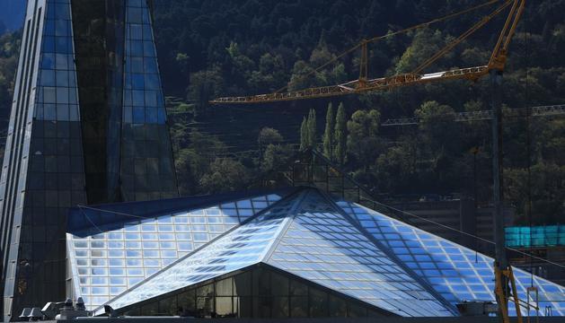 Canvi de vidres al 10% del sostre de Caldea