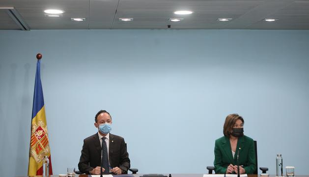 El cap de Govern, Xavier Espot, i Verònica Canals, en la compareixença d'aquest vespre.