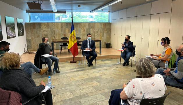 Reunió entre Gallardo i representants d'autoescoles